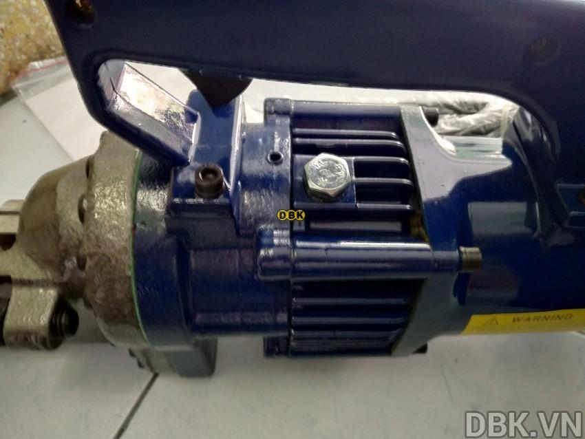 Máy cắt sắt thép thủy lực 6