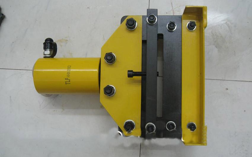 Máy cắt thanh cái thủy lực TLP 4
